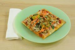 Σπιτικό λουκάνικο και φυτική πίτσα Στοκ Εικόνες
