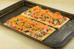 Σπιτικό λουκάνικο και φυτική πίτσα Στοκ Φωτογραφίες