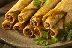 Σπιτικό μεξικάνικο βόειο κρέας Taquitos Στοκ Φωτογραφία