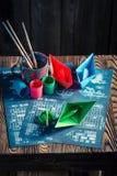Σπιτικό παιχνίδι εγγράφου θωρηκτών με τα χρωματισμένα σκάφη Στοκ εικόνα με δικαίωμα ελεύθερης χρήσης