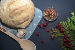 Σπιτικό πρόσφατα ψημένο ψωμί στοκ εικόνες με δικαίωμα ελεύθερης χρήσης