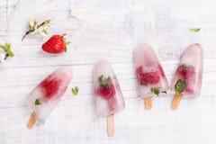 Σπιτικό ραβδί φραουλών popsicle Στοκ φωτογραφία με δικαίωμα ελεύθερης χρήσης