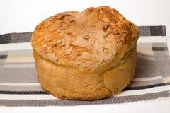 Σπιτικό ψωμί με τη χρυσή κρούστα Στοκ εικόνα με δικαίωμα ελεύθερης χρήσης
