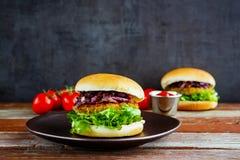 Σπιτικό burger κρέατος στοκ εικόνες