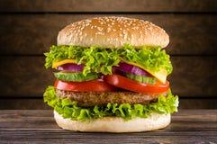Σπιτικό burger Στοκ Φωτογραφία