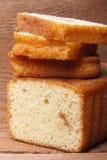 Σπιτικό fruitcake με την πλήρωση φρούτων Στοκ εικόνα με δικαίωμα ελεύθερης χρήσης