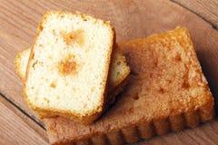 Σπιτικό fruitcake με την πλήρωση φρούτων Στοκ εικόνες με δικαίωμα ελεύθερης χρήσης