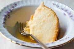 Σπιτικό Semolina επιδόρπιο με τη σάλτσα καραμέλας/Creme την καραμέλα Στοκ φωτογραφία με δικαίωμα ελεύθερης χρήσης