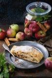 σπιτικό strudel μήλων Στοκ Εικόνες