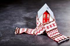 Σπιτιών παιχνιδιών επάνω με το μαντίλι Στοκ φωτογραφία με δικαίωμα ελεύθερης χρήσης