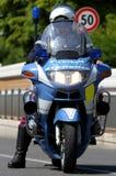 ΣΠΟΛΑ μοτοσικλετών αστυνομίας επιτηρώντας το δρόμο και το motori ελέγχου Στοκ Εικόνες