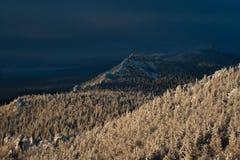 Σπονδυλική στήλη δράκων Χειμερινό τοπίο στα βουνά του νότου Ural Στοκ Φωτογραφία