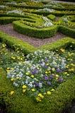 Σπορεία λουλουδιών - εξωραϊσμένος κήπος Στοκ Φωτογραφίες