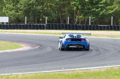 Σπορ αυτοκίνητο στη πίστα αγώνων Στοκ Εικόνες