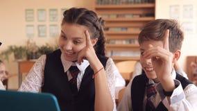 Σπουδαστές στο μάθημα για τον υπολογιστή απόθεμα βίντεο