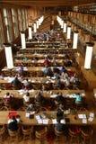 σπουδαστής βιβλιοθηκών Στοκ εικόνα με δικαίωμα ελεύθερης χρήσης