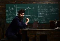 Σπουδαστής καθηγητή και σχολείων στην τάξη στο σχολείο Προγραμματισμός Επικοινωνία τεχνολογίας εργαστηρίων για την εκπαίδευση δάσ Στοκ Φωτογραφία