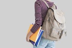 Σπουδαστής με το σακίδιο πλάτης στο γκρίζο υπόβαθρο Στοκ φωτογραφίες με δικαίωμα ελεύθερης χρήσης
