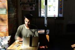 Σπουδαστής που αναζητά τη θέση εργασίας μετά από τη βαθμολόγηση Στοκ Εικόνα