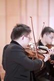 Σπουδαστές που παίζουν το βιολί Στοκ Εικόνες