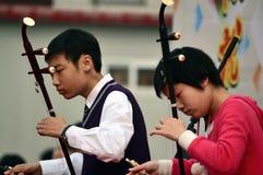 σπουδαστές που παίζουν το erhu Στοκ Εικόνες