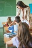 Σπουδαστές σε ένα μάθημα μαθηματικών Στοκ Εικόνες