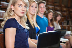 Σπουδαστές στην αίθουσα διάλεξης Στοκ εικόνα με δικαίωμα ελεύθερης χρήσης