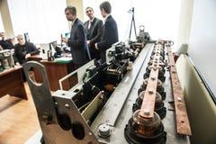 Σπουδαστές στην κατηγορία ηλεκτρικού εξοπλισμού Σνάιντερ ηλεκτρικός Στοκ φωτογραφίες με δικαίωμα ελεύθερης χρήσης