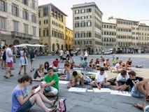 Σπουδαστές στην πλατεία της Μαρίας Novella, Φλωρεντία, Ιταλία Στοκ Φωτογραφία