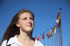 Σπουδαστής κοριτσιών στο υπόβαθρο διεθνούς Στοκ εικόνες με δικαίωμα ελεύθερης χρήσης