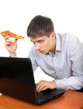 Σπουδαστής με μια πίτσα Στοκ εικόνα με δικαίωμα ελεύθερης χρήσης