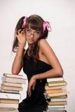 σπουδαστής με τα βιβλία και τα γυαλιά Στοκ Φωτογραφίες