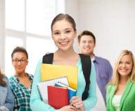 Σπουδαστής με τα βιβλία και τη σχολική τσάντα Στοκ Εικόνες