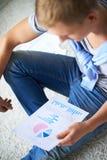Σπουδαστής με το έγγραφο Στοκ Εικόνες