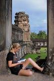 Σπουδαστής σε Angkor Wat Στοκ Εικόνες