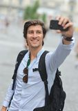Σπουδαστής/τουρίστας που παίρνει την αυτοπροσωπογραφία Στοκ Φωτογραφίες