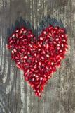 Σπόροι ροδιών στη μορφή καρδιών Στοκ Φωτογραφίες