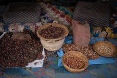 Σπόροι του μαροκινού argan δέντρου σε μια αγορά Στοκ Εικόνες
