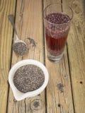 Σπόροι Chia και ποτό chia Στοκ εικόνα με δικαίωμα ελεύθερης χρήσης