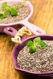 Σπόροι Chia σε ένα ξύλινο υπόβαθρο Στοκ Εικόνα
