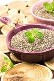 Σπόροι Chia σε ένα ξύλινο υπόβαθρο Στοκ Εικόνες