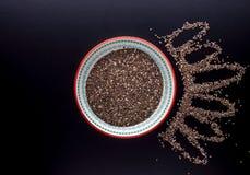 Σπόροι Chia στο όμορφο πιάτο Στοκ εικόνα με δικαίωμα ελεύθερης χρήσης