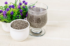 Σπόρος Chai, έξοχα τρόφιμα που ενυδατώνονται στο σαφές ποτήρι του νερού Στοκ φωτογραφία με δικαίωμα ελεύθερης χρήσης