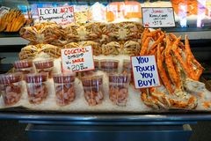 Στάβλος θαλασσινών σε μια τοπική αγορά Στοκ Φωτογραφίες
