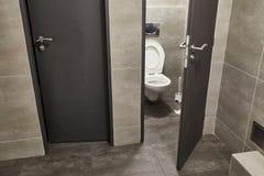 Στάβλος τουαλετών ανοικτός στοκ εικόνες