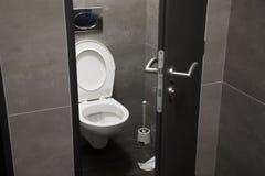 Στάβλος τουαλετών ανοικτός στοκ φωτογραφία με δικαίωμα ελεύθερης χρήσης