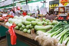 Στάβλος του πράσου - λαχανικά στη σερβική αγορά του αγρότη Zeleni Venac σε Βελιγράδι Στοκ Εικόνες