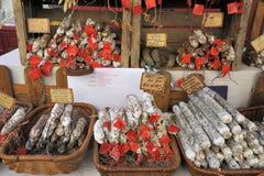 Στάβλος Saucisson σε μια γαλλική αγορά Στοκ Εικόνες
