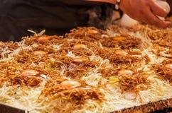Στάβλος τροφίμων που προετοιμάζει το yakisoba Στοκ εικόνα με δικαίωμα ελεύθερης χρήσης