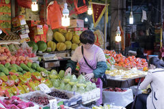 Στάβλος φρούτων στη διάσημη 8η αγορά amoy Στοκ Εικόνες